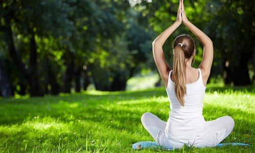 Для более успешного лечения бронхита используют йогу. Выполнять упражнения нужно перед завтраком