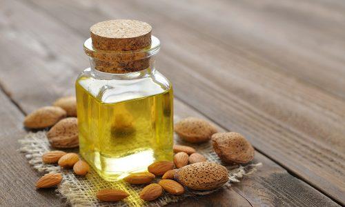 При сухом изматывающем кашле рекомендуется принимать масло миндаля