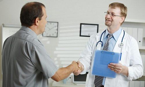 Медикаментозные средства, которые помогут вылечить бронхит, разрешено принимать только после их назначения врачом