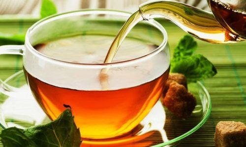 Чай с шалфеем приготовить просто — залить кипятком шалфей, ромашку и мяту, взятые по 1 ч. л.