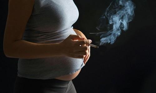 Фактором риска развития астмоподобного бронхита является курение беременной