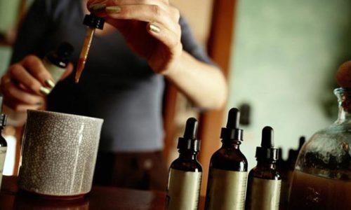 Настойка из почек сосны готовится от 6 до 10 дней и применяется по 15 капель, разбавленных ½ стакана воды