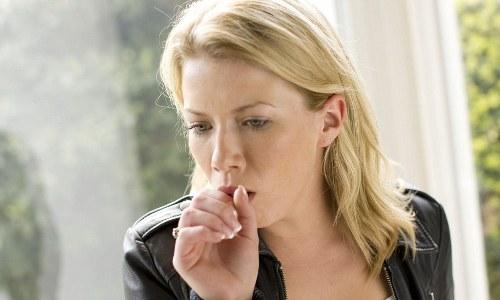 Остаточный кашель после бронхита - это способ вывода накопившихся в бронхах патогенных микробов. У половины перенесших бронхит даже после исчезновения всех симптомов кашель остается еще некоторое время