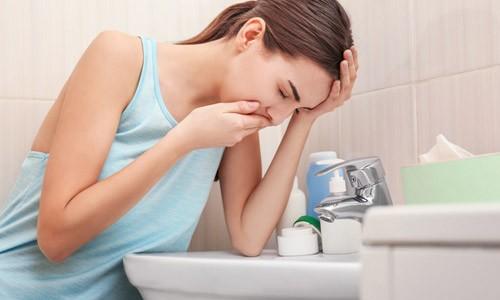 При превышении рекомендуемой дозировки Нимесила у пациентов могут наблюдаться боли в животе, приступы тошноты и рвоты