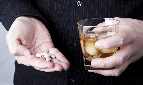 Нежелательно совмещать прием Нурофена с алкоголем