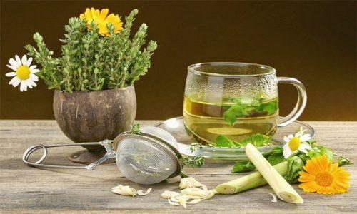 Распространенными компонентами для домашнего лечения являются отвары трав