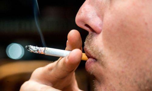 Курение - причина возникновения бронхита у человека