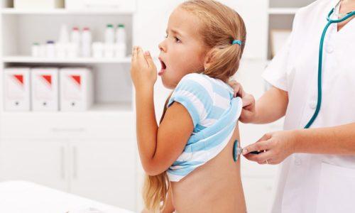 Важно вовремя обратиться к врачу для постановки диагноза и начать лечение бронхита у детей в домашних условиях