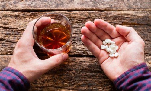 Запрещено употребление алкогольных напитков во время лечения, так как основной действующий компонент усиливает эффект алкоголя