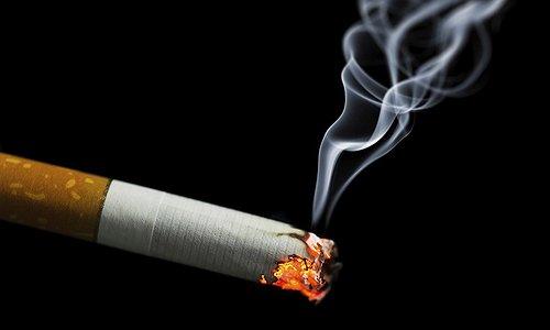 При тлении сигареты выделяется большое количество вредных соединений - аммиак, угарный и углекислый газ, формальдегид, цианистый водород, метан, смолы, синильная кислота