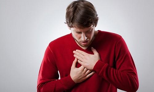 При обострении бронхита наблюдается боль в груди