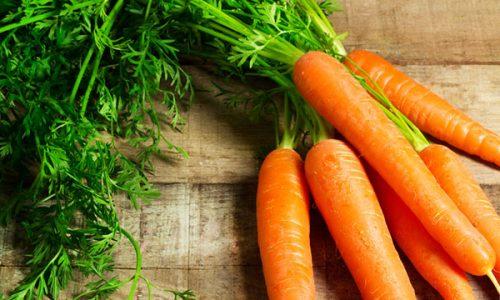 Для избавления от кашля при бронхите, коклюше, простуде смешиваем свежеприготовленный сок моркови и редьки в пропорции 1:1