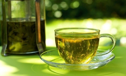 Кроме столовой или минеральной воды, пациенту можно пить зеленый чай