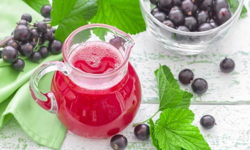 Ягоды черной смородины, ежевики, клюквы используются при лечении бронхита как источник витаминов в виде морсов