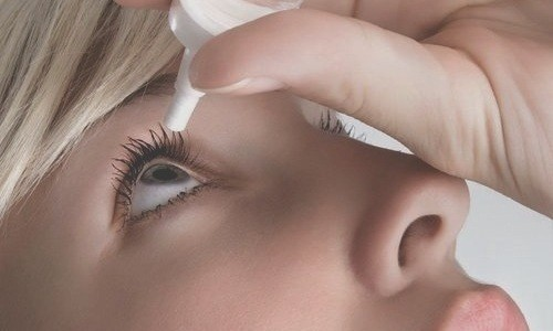 Гель, используемый при инфекционных проблемах глаз, закладывается за нижнее веко или в конъюнктивальный мешок