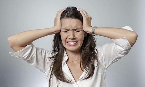 Прием медикамента АЦЦ может вызвать побочные эффекты - шум в ушах, головные боли
