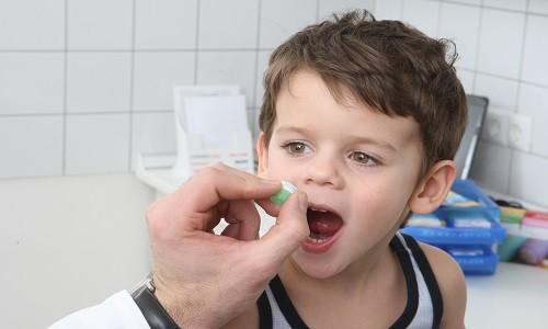 Если заболевание имеет бактериальную природу и появляется риск перехода бронхита в пневмонию, ребенку назначают антибиотики