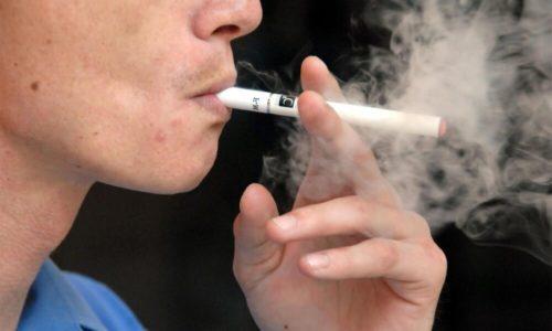 У любителей сигарет часто развивается бронхит курильщика, быстро переходящий в хроническую форму