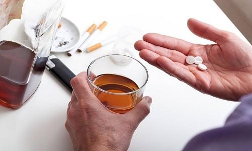 Препарат не совместим с алкоголем. Такое сочетание может привести к побочным явлениям