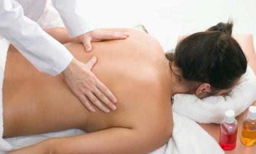 Массаж при обширном воспалении дыхательных путей назначают для ускорения отхаркивания мокроты