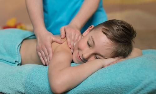 Массаж при бронхите у детей применяется для улучшения самочувствия и ускорения выздоровления