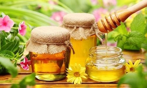 Для приготовления лечебной лепешки от бронхита нужен мед и мука