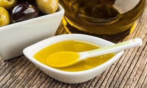 Растирание улучшает кровоснабжение дыхательных путей. Для этой процедуры можно использовать оливковое масло с лимонным соком