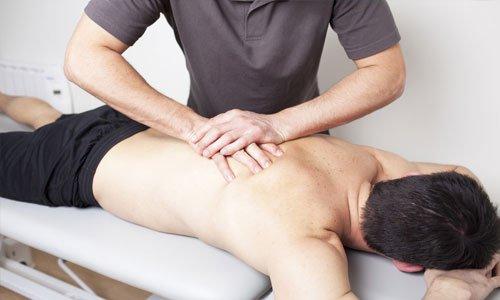 Массаж является важным дополнением к медикаментозному лечению. Он способствует улучшению кровоснабжения в органах дыхания и ускоряет отхождение мокроты