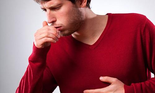 Ингаляции показаны при бронхите, сочетающемся с другими явлениями: поражением верхних дыхательных путей, связанным с вирусной инфекцией; кашлем, першением и болью в горле; воспалением легких и т.д