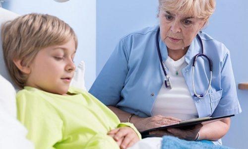 При отсутствии осложнений трахеобронхит можно вылечить в домашних условиях под контролем врача