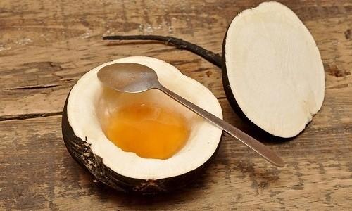 При лечении бронхита у ребенка могут применять сок редьки с медом