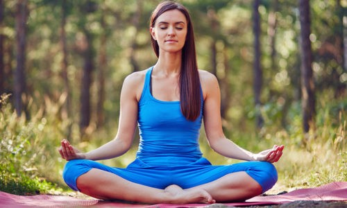 Йога при бронхите помогает организму восстановиться после острого респираторного заболевания