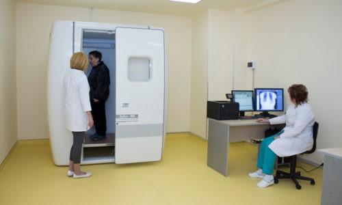 Рентген при бронхите проводится для выявления зоны поражения, определения степени изменений в бронхах и тканях легких
