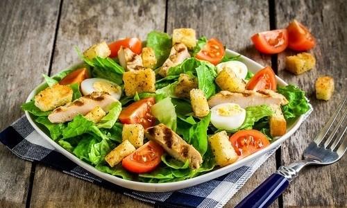 В понедельник вечером можно съесть свежий овощной салат