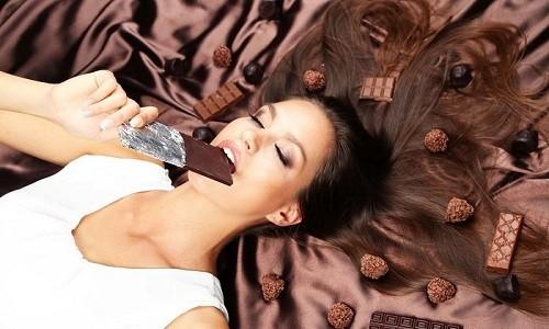 При возникновении аллергического кашля из рациона нужно исключить шоколад