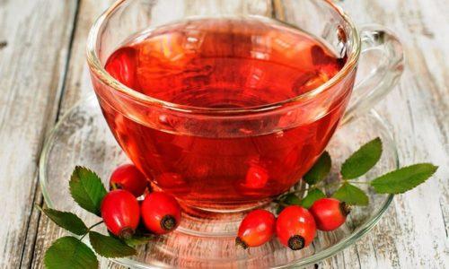 Для уменьшения гипертермии, предотвращения обезвоживания и вывода токсинов необходимо обильное питье. Детям можно давать травяные чаи, отвары ромашки и шалфея, шиповника, клюквенные и брусничные морсы