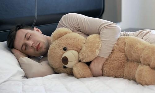Перед процедурой нужно выспаться. Сон должен быть не меньше 8-10 часов