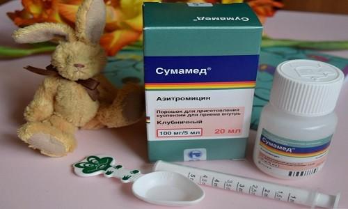 Суспензия Азитромицина применяется для лечения детей старше 6 месяцев