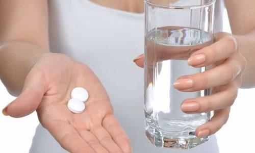 Таблетки лучше принимать после приема пищи, не раскусывая и запивая водой