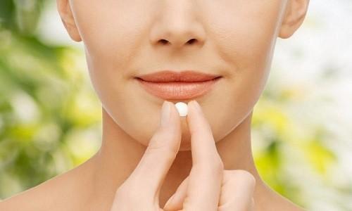 Для взрослых назначают по таблетке Коделака 2-3 раза на протяжении суток
