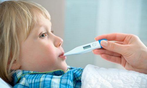 Повышение температуры при бронхите у детей относится к числу главных признаков воспалительного процесса, протекающего в бронхах