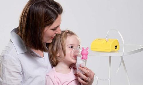 Для проведения ингаляции можно использовать небулайзер. Для его заправки применяют аптечные растворы