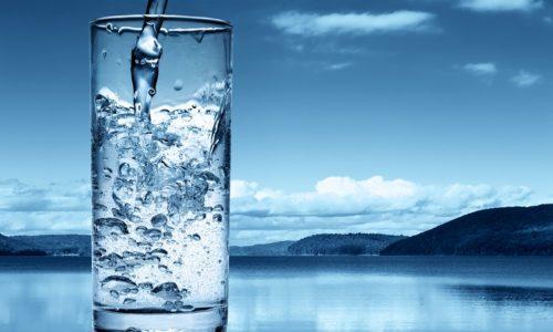 При длительном приеме антибиотиков следует строго соблюдать время приема и пить больше минеральной воды
